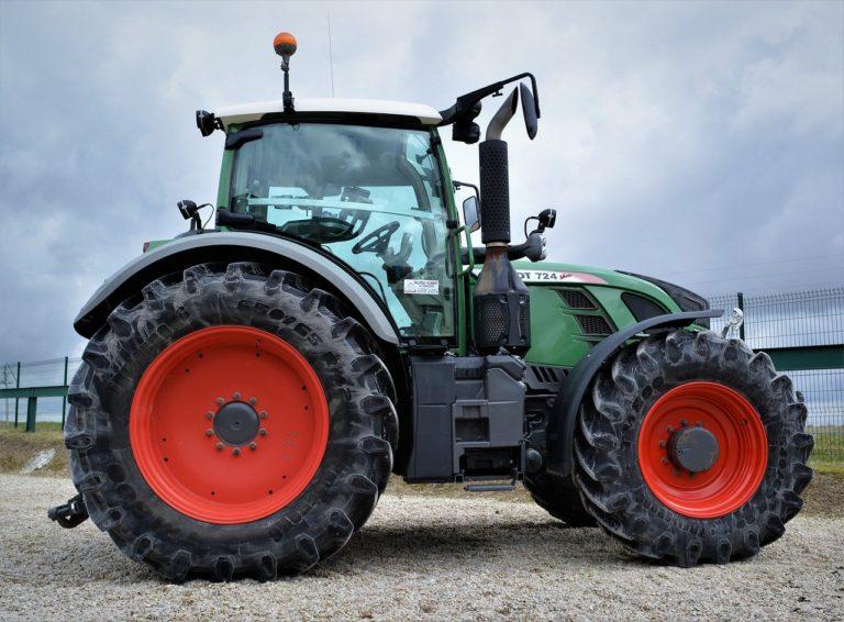 Обзор колесных тракторов